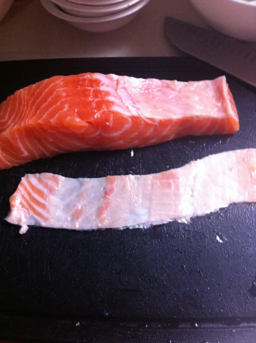 三文鱼刺身配酸辣包菜的做法图解2