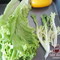 土司培根生菜沙拉的做法图解2