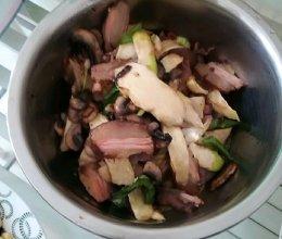 高笋炒腊肉的做法