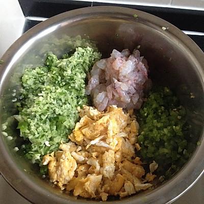 黄瓜鸡蛋虾仁饺子的做法 步骤2