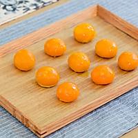 蛋黄酥的做法图解5