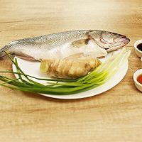 迷迭香:清蒸鲈鱼的做法图解1
