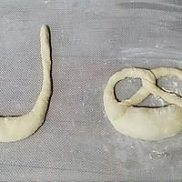 德国碱水面包的做法图解5