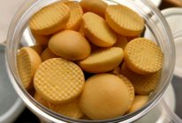溶豆剩下的蛋黄不浪费——无油低糖又解馋的蛋黄饼干的做法