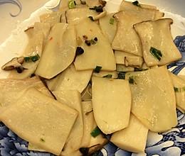 韭菜花干巴菌炒杏鲍菇的做法