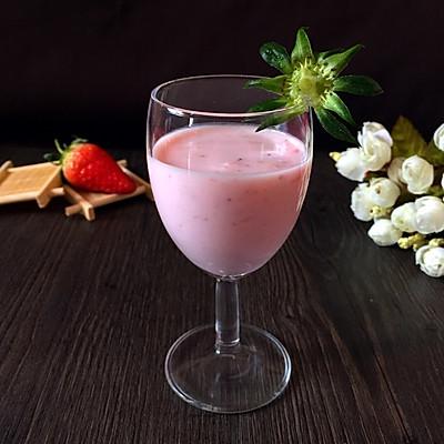 酸奶草莓奶昔