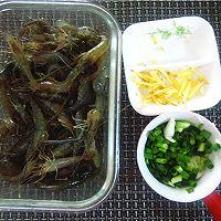 葱姜爆炒河虾:宴客下酒菜的做法图解2