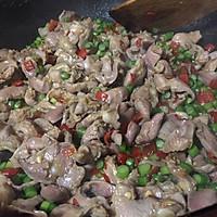 冬季里,来一盘热辣的蒜薹泡椒炒鸡胗吧!的做法图解6
