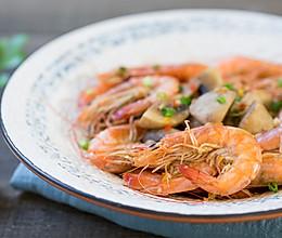砂锅蘑菇焖虾的做法