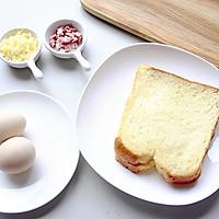 快手美味早餐:鸡蛋芝士烤土司的做法图解1