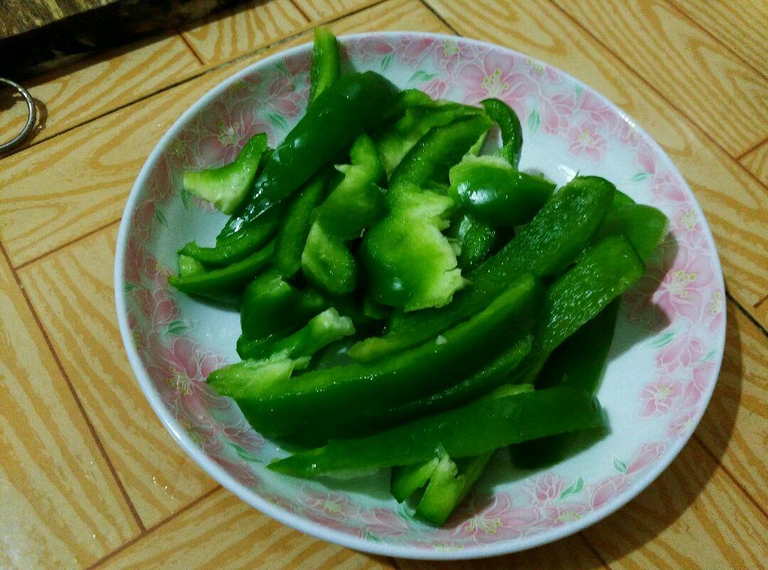 青椒炒花甲的做法步骤