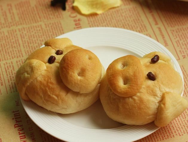 (展开)        可爱的造型,营养的粗粮面包,这就是图中的小猪面包.