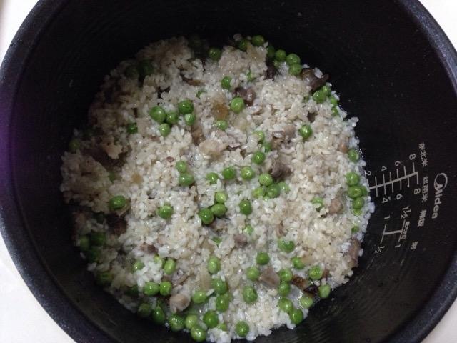 豌豆腊肉糯米饭的做法图解2