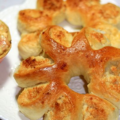 切切变--椰蓉花形面包
