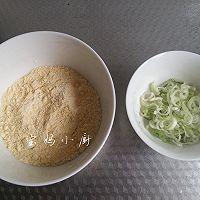 葱花玉米面饼的做法图解1