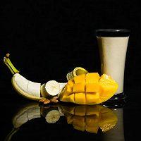 补脑的香蕉芒果杏仁汁