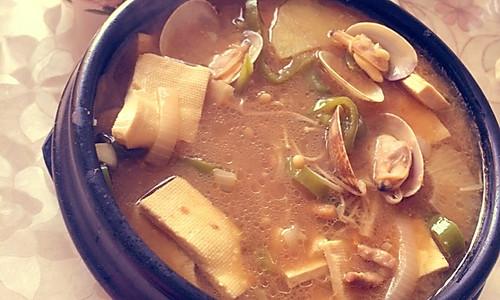 韩式海鲜大酱汤(两人份)的做法