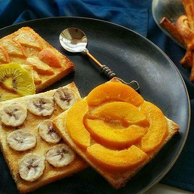 水果蜂蜜奶油烤吐司