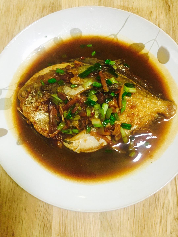 木子宝贝最爱:红烧稀饭煮鲳鱼黑米需要加水图片