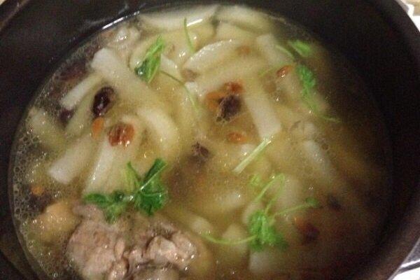 猪骨炖白萝卜红枣枸杞汤电压力锅的做法