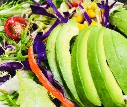 蔬菜沙拉——牛油果的做法
