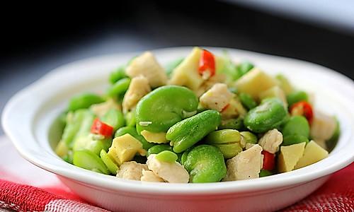 鸡肉豆米笋丁 的做法