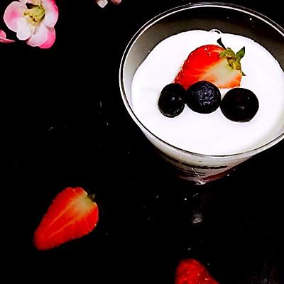 风情酸奶芒果慕斯杯