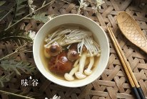 棒骨菌菇汤的做法