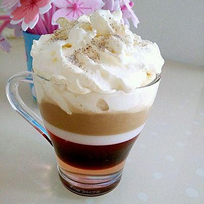 奶油雪顶彩虹咖啡
