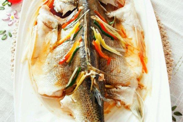 清蒸鲈鱼#年夜饭必备#的做法