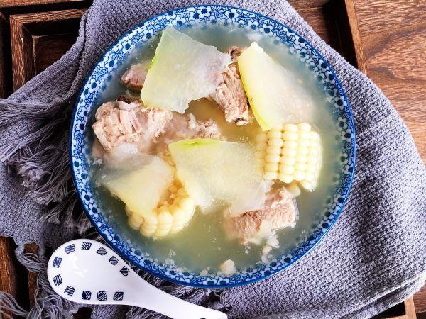 冬瓜排骨玉米汤的做法