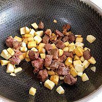 #花10分钟,做一道菜!#茭白牛排粒的做法图解6