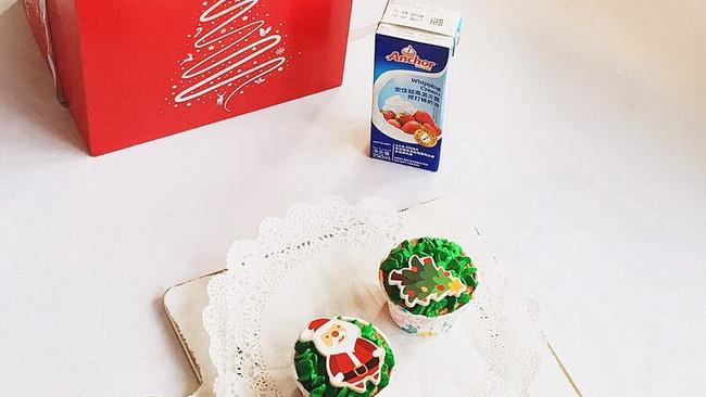 圣诞蛋糕杯#安佳烘焙学院#的做法