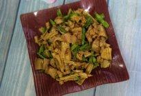 #10分钟早餐大挑战#腐竹豇豆炒五花肉的做法