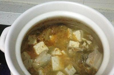 辣白菜五花肉豆腐汤