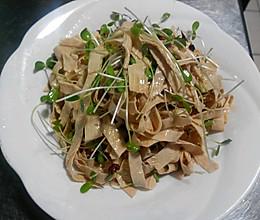香椿苗拌豆油皮的做法
