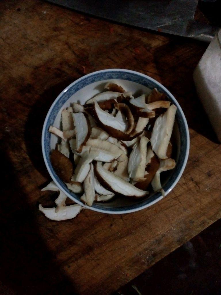图解 素菜/1. 香菇切片