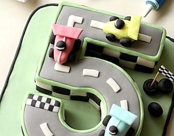 【赛车主题翻糖蛋糕】给男孩子的18岁成人礼蛋糕