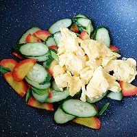 红萝卜黄瓜炒鸡蛋#花10分钟,做一道菜!#的做法图解8