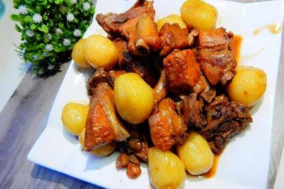 小土豆炖排骨