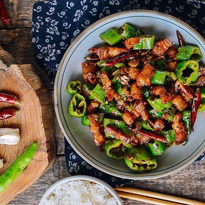 青椒炒肉,香辣下饭。