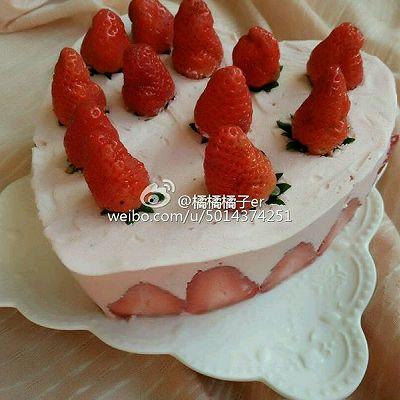 8寸心形草莓慕斯