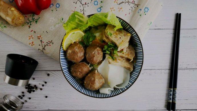 日常必备牛肉丸粿条汤