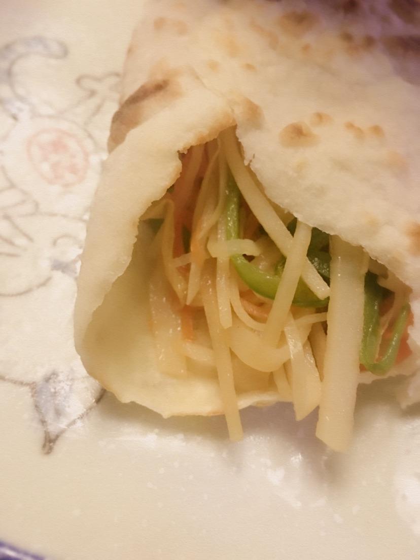 东北土豆丝卷饼怎么做?_酸菜土豆丝卷饼的做法_【图解】酸菜土豆丝卷饼怎么做如何做好
