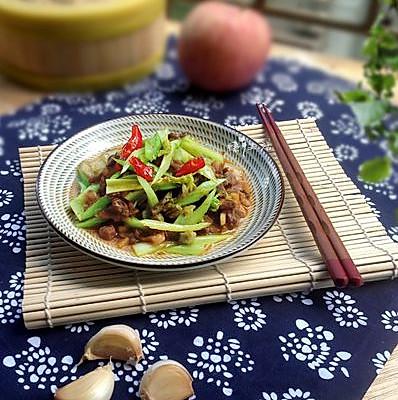 一道小炒菜--芹菜炒肉