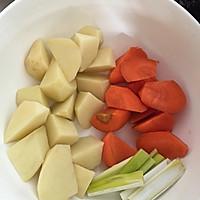 香菇炖鸡翅的做法图解3