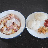 猴头菇炖鸡汤的做法图解1
