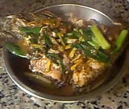 老妈秘传——香煎鲫鱼的做法