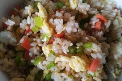 青椒火腿鸡蛋炒饭
