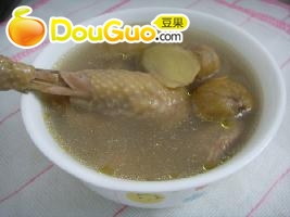 栗子煲鸡----秋季养生老火汤的做法